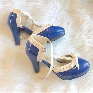 Vero Cuoio Patent Leather Blue & White Bow Heels